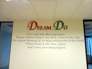 dream do wall sign